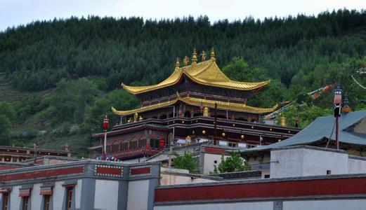 莲花山上的塔尔寺(一)