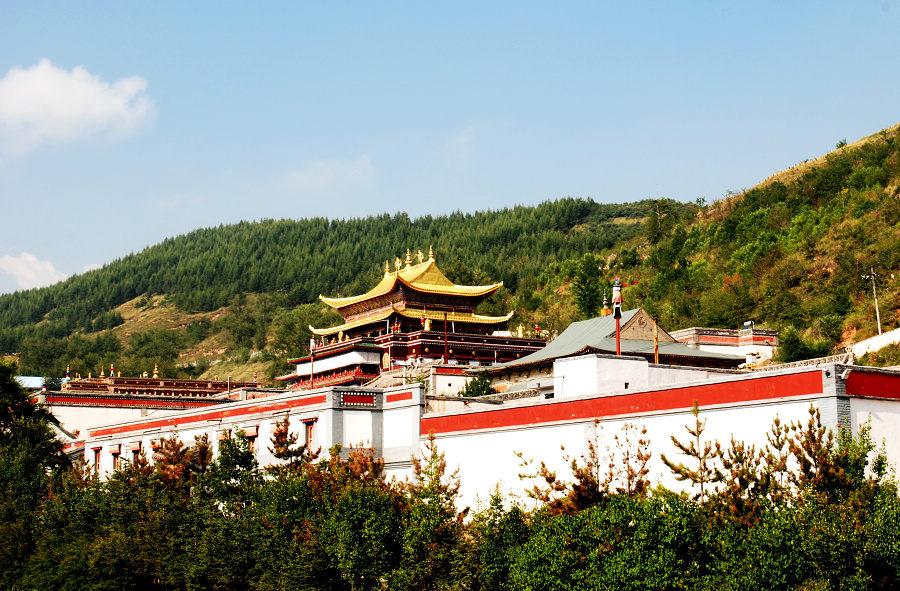 莲花山上的塔尔寺(三)