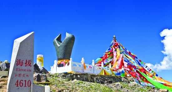 在青海省对外开放的14座山峰中,玛多县就有两座:雅拉达则峰和措