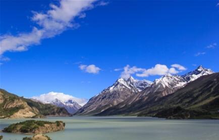 编制完成《青海三江源国家公园建设规划》,这是全国首部国家公园建设