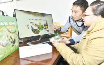 在自己的家乡海晏县哈勒景蒙古族乡兴建了2000多平方