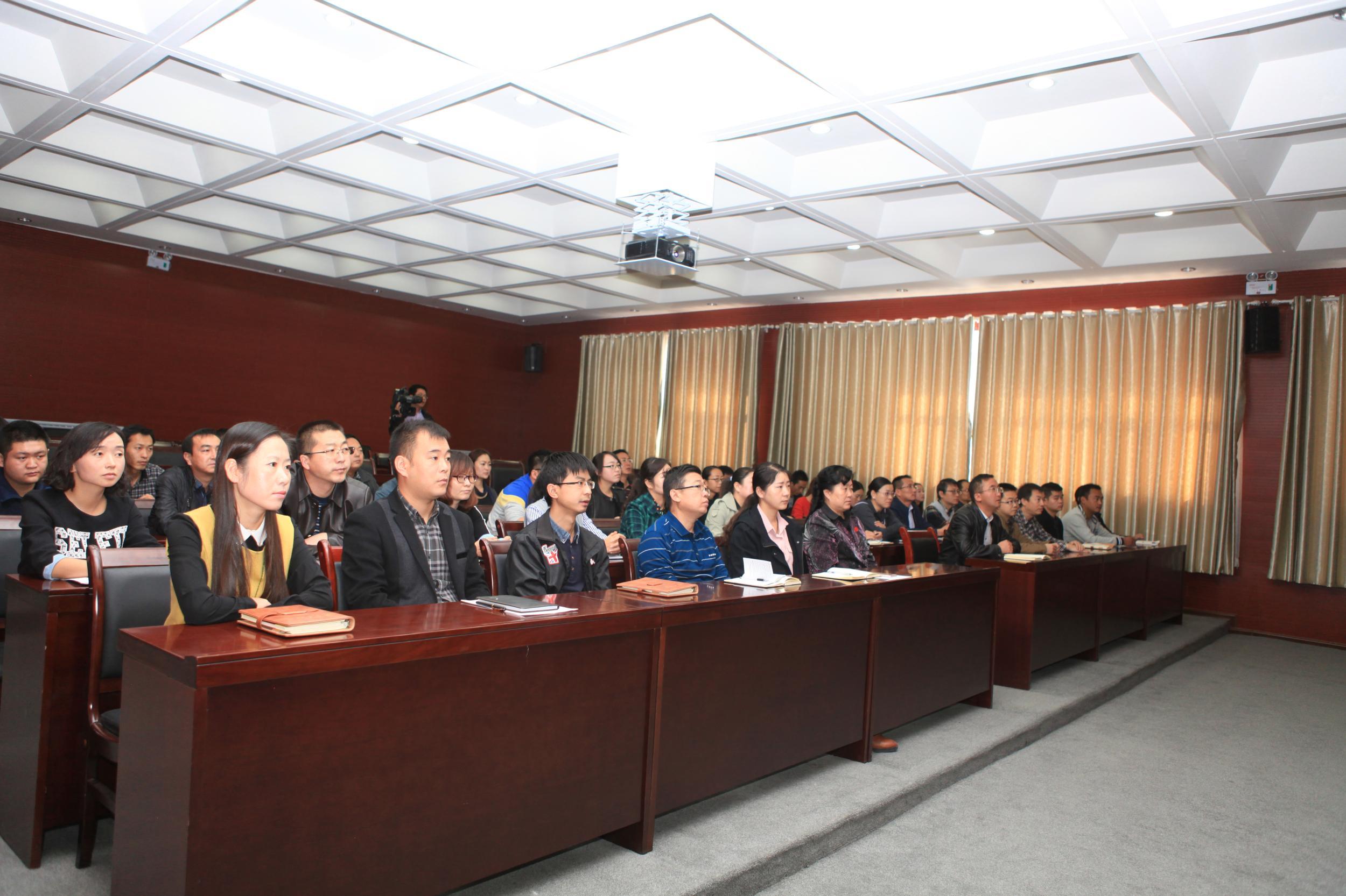 试验区党工委组织干部职工集中观看纪念红军长征胜利80周年大会