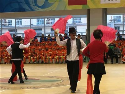 精心编排舞蹈为创城成功送上祝福