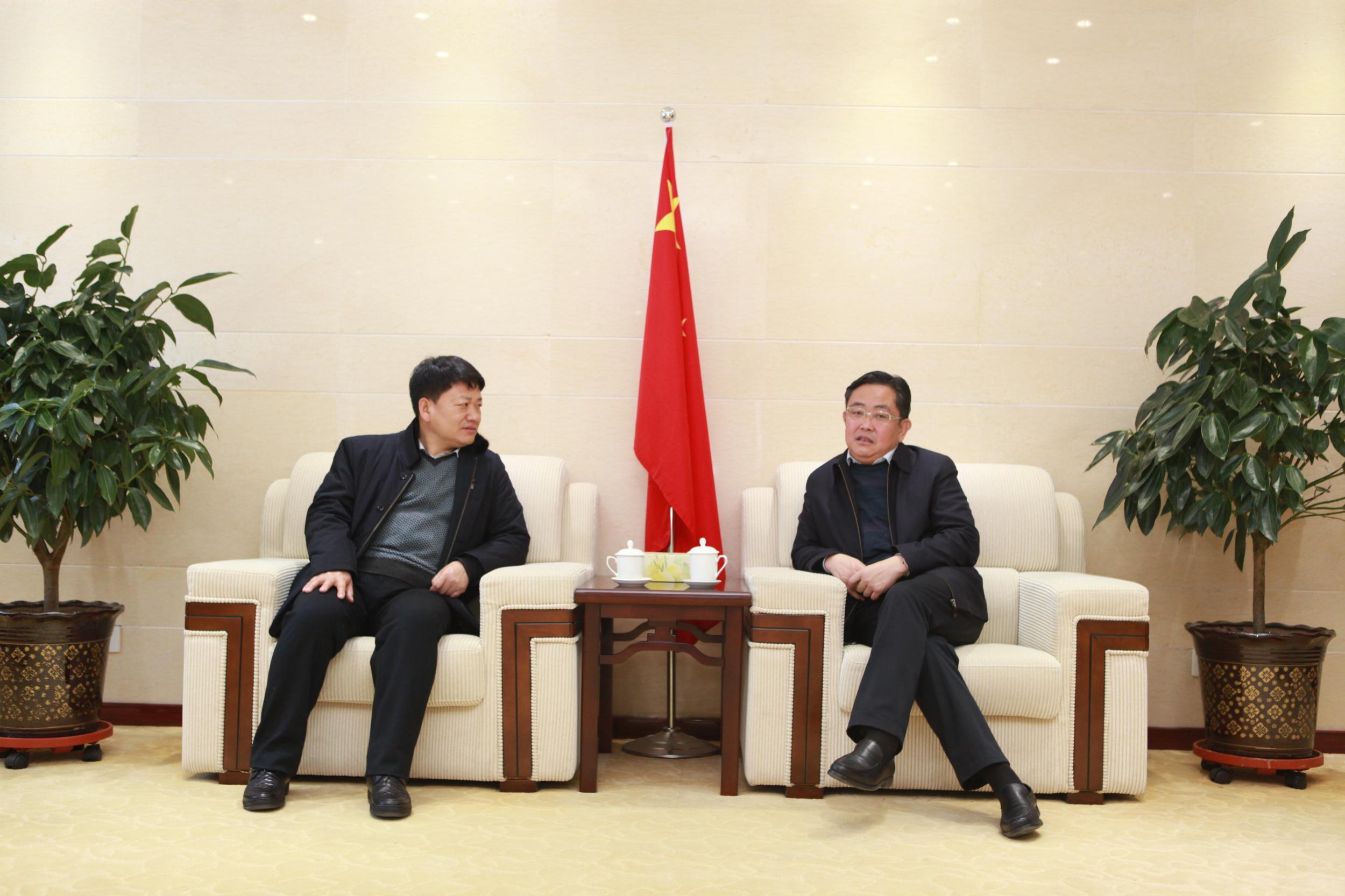 莫重明会见兴业银行西宁分行副行长刘立夫一行