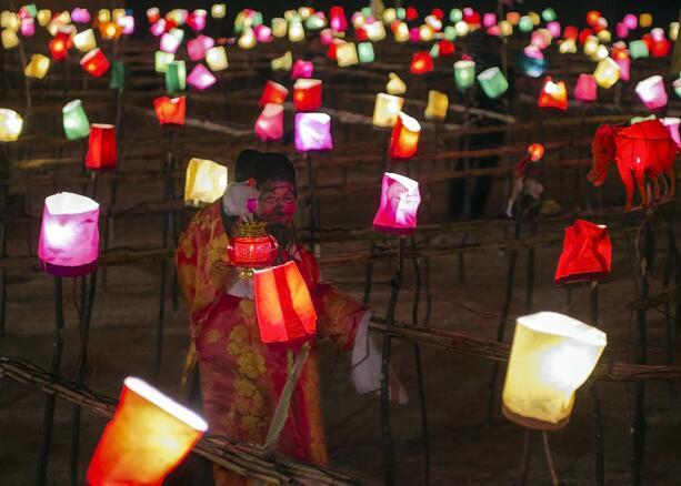 黄河灯阵演绎民间艺术奇葩
