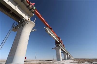 格库铁路最长铁路桥合龙