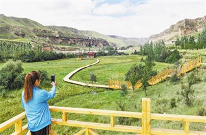 尕巴松多镇北扎村建成10公顷特色旅游生态示范园