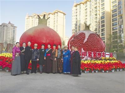 香格里拉社区:民族团结之花鲜艳无比