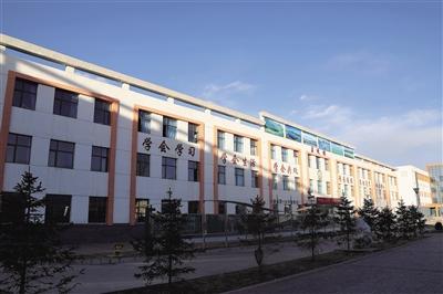 青海门源县第一小学 百年老校的40年变迁