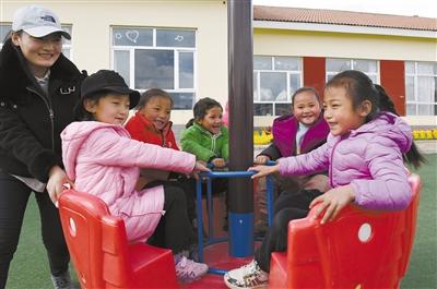 海拔4200米上孩子們幸福的笑臉