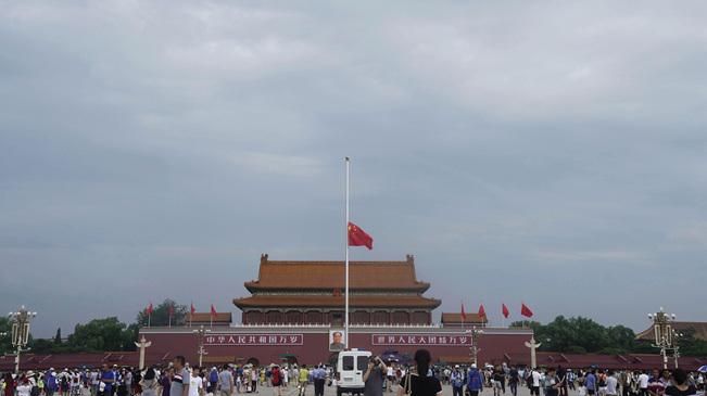 天安門下半旗悼念李鵬同志