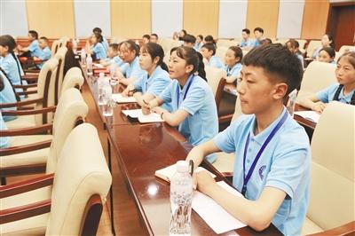 """雜多縣中小學生""""三熱愛""""主題教育實踐活動在京開營"""