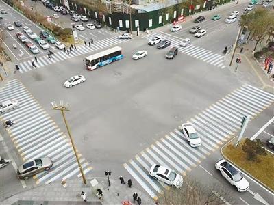 西宁首条3D立体斑马线亮相城东区