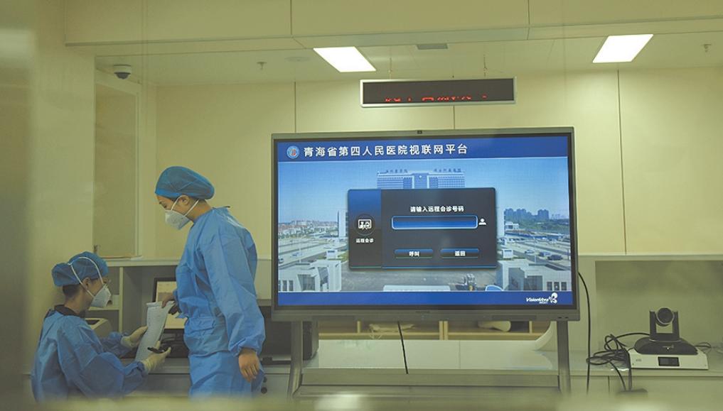 """在戰(zhan)""""疫""""第一(yi)線——探訪省第四人(ren)民醫院隔離病區"""