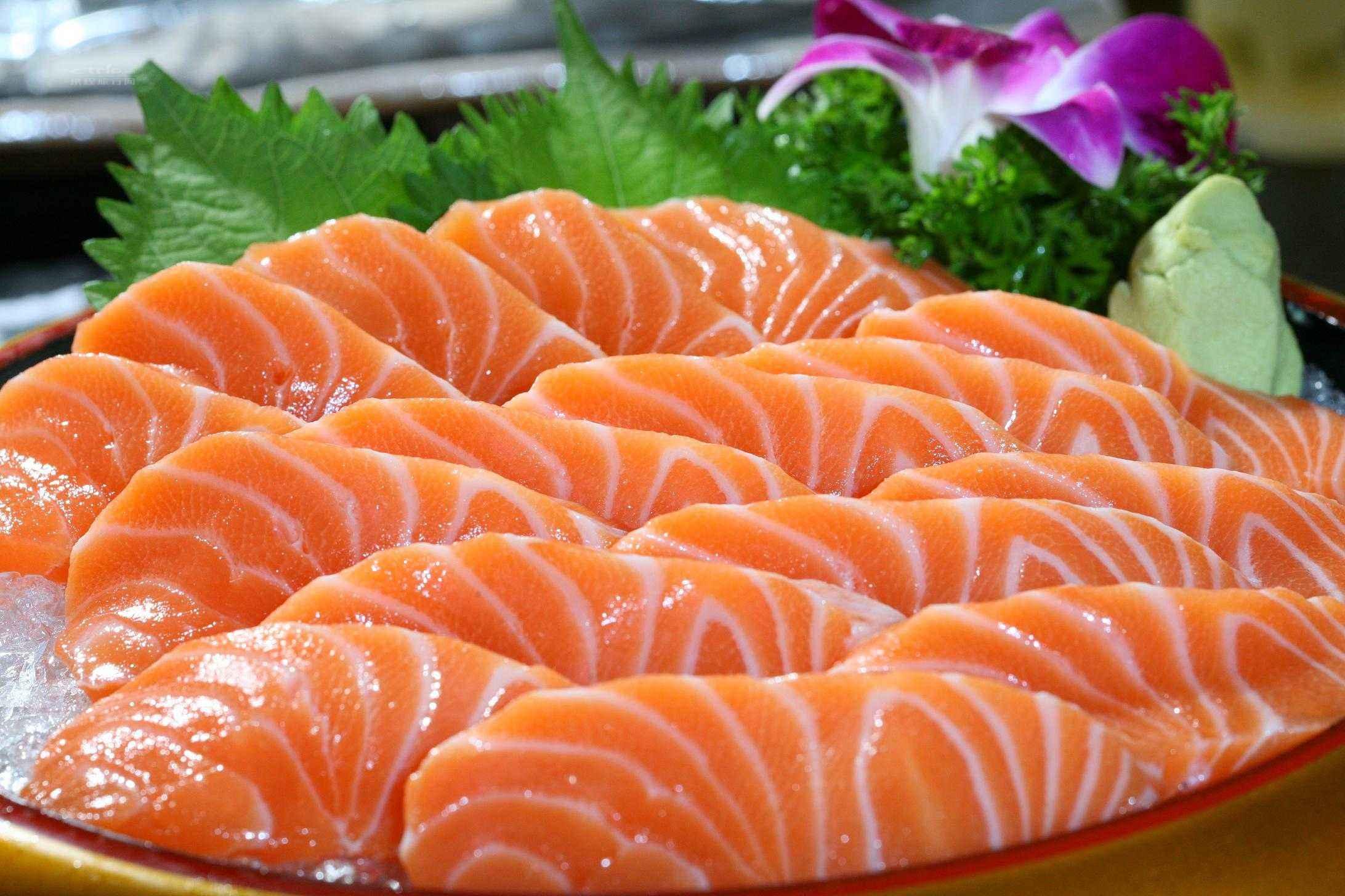 我省是中国最大的三文鱼淡水养殖基地 全国每3条三文鱼中就有1条来自青海
