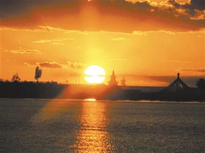 青海湖的黄昏