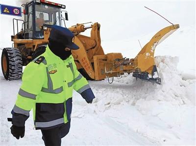 8小時雪地救援保道路通暢