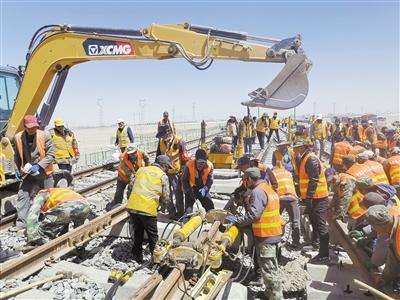 格庫鐵路正式與青藏鐵路接軌