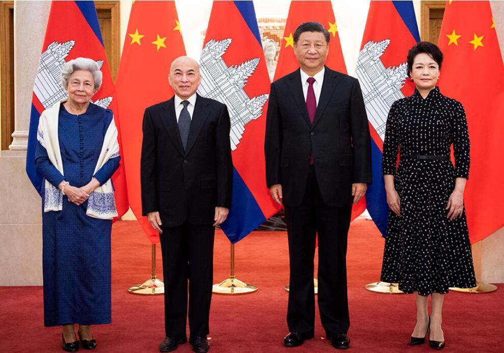 习近平夫妇会见柬埔寨国王西哈莫尼和太后莫尼列