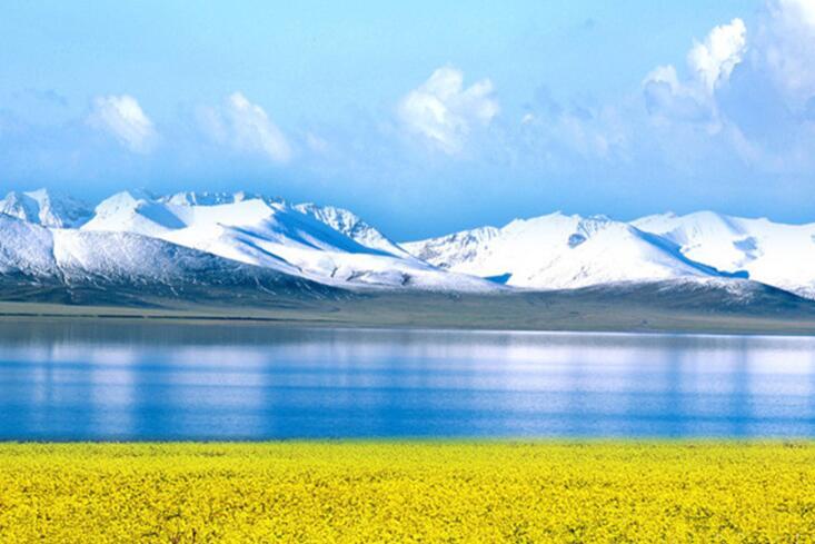 青海湖褪去冬裝全面開湖