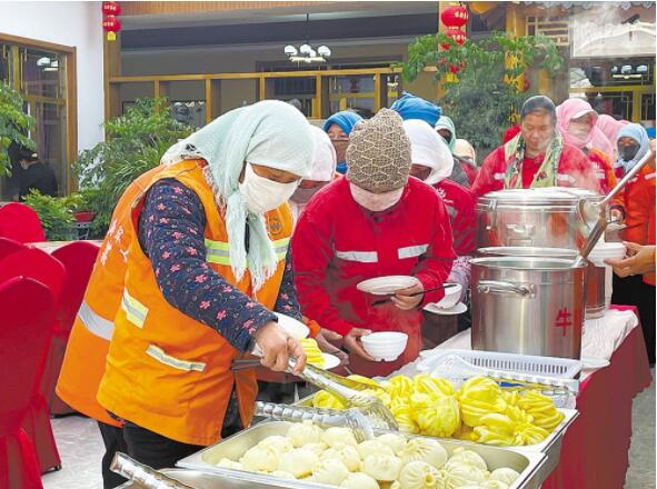 興海:暖心早餐 情暖一線環衛工人