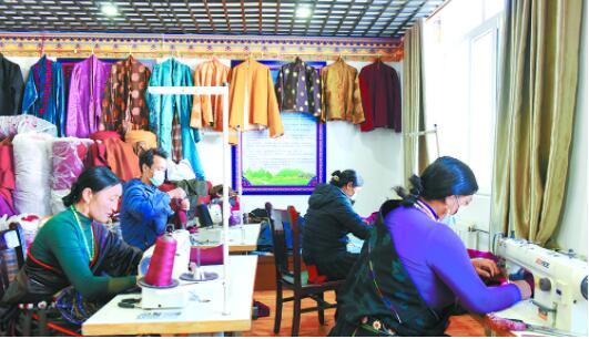 民族服饰生产带动农牧民增收